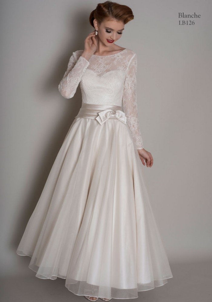 25 of the most beautiful tea length short wedding dresses for Wedding dresses without sleeves