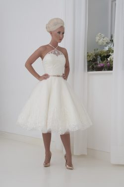 01ebc16a277 ... the shoulders leading to a raised illusion back. Lace applique  completes the full circle tulle skirt. Comes with a 1 cm detachable belt to  tie as you ...