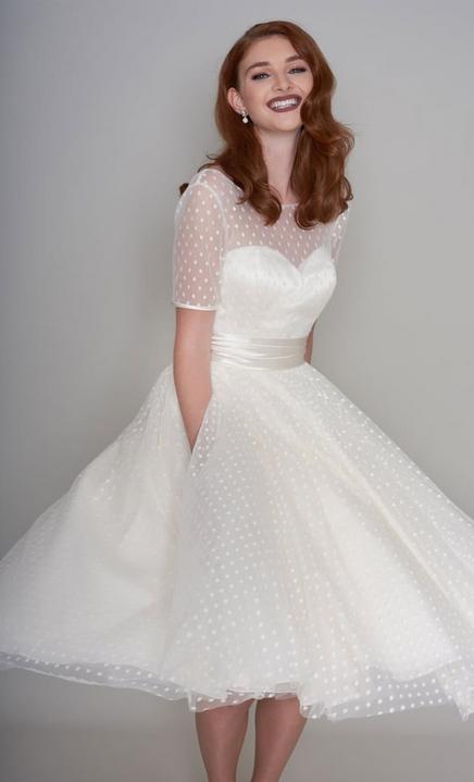 Having a retro wedding wearing Vintage Style Short Wedding Dresses