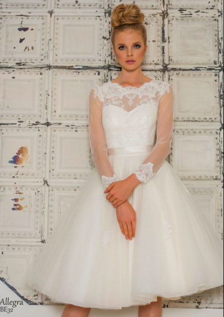 What Type of Tea Length Wedding Dress Are You - this is a gorgeous tea length wedding dress