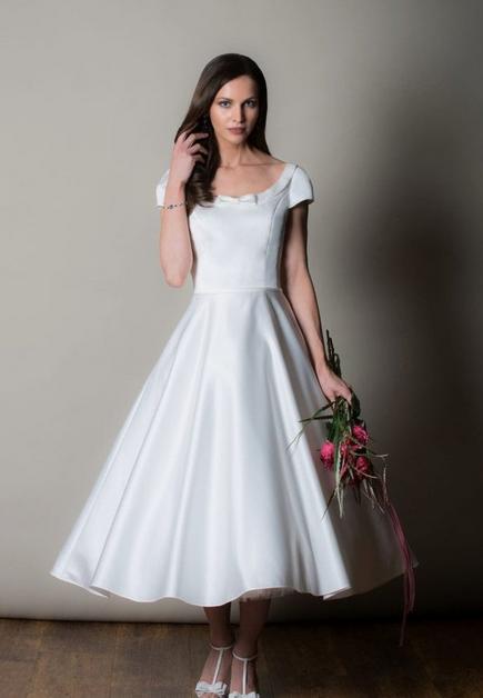 Minimalist Short Wedding Dress Cutting Edge Bridescutting Edge Brides