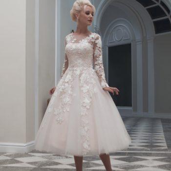 Choosing a short wedding dress for your shape