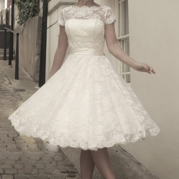cutting edge brides Ivory Vintage Style Wedding Dresses will help you feel confident on your wedding day