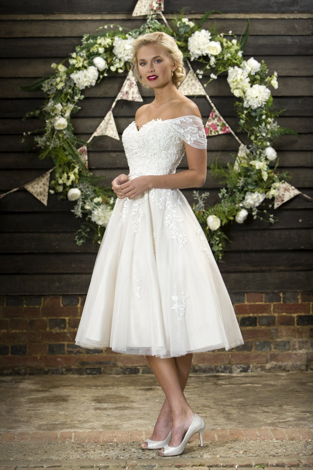 Madison Is Vintage Romance At Its Best This Stunning Style Has A