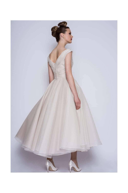 Loulou Bridal Amelie Calf Ankle Or Tea Length Vintage 50s Wedding Dress Calf Ankle Ballerina Length Wedding Dresses From Cutting Edge Brides Uk