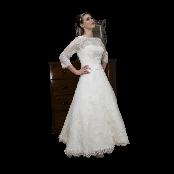 Vintage Style Lace Wedding Dresses: Tea Length Lace Vintage Style Wedding Dress Long Sleeves